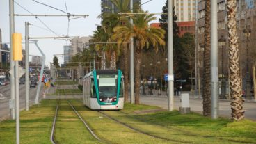 Bahn, Barcelona, Nahverkehr, Rasengleis, Stadtbahn, Straßenbahn, Tram, Tramway, Umweltverbund, Zug, tram, ÖPNV, Öffentlicher Nahverkehr