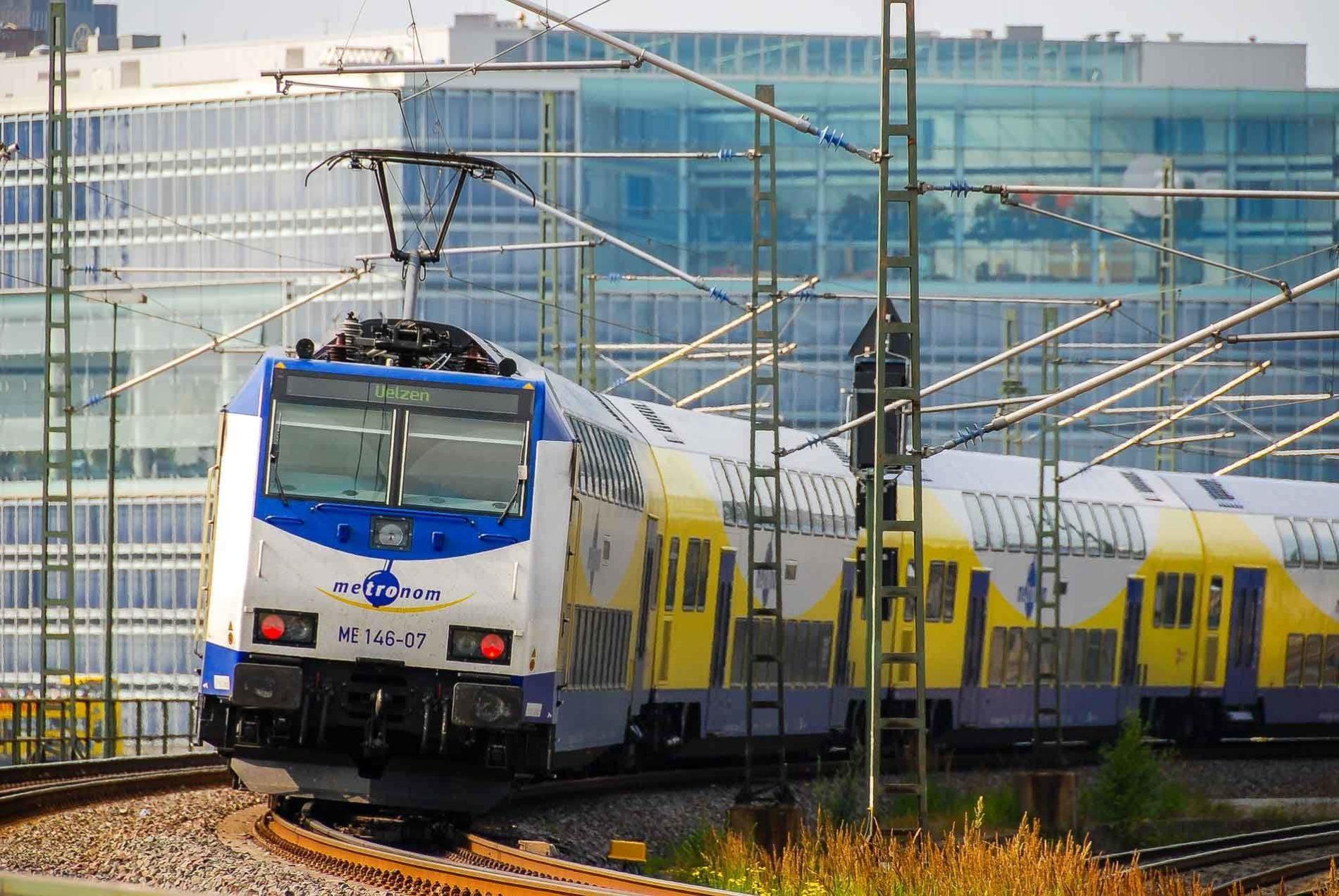 Metronom-Zug in der HafenCity in Hamburg
