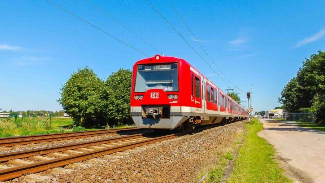 Zweisystem-S-Bahn auf Fernbahnstrecke zwischen Hamburg und Stade
