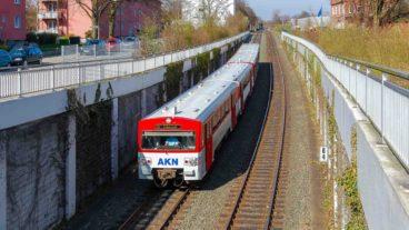 AKN-Triebwagen am Bahnhof Eidelstedt-Zentrum in Hamburg