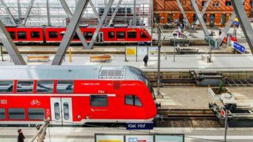 Regionalzüge im Hauptbahnhof Kiel in Schleswig-Holstein