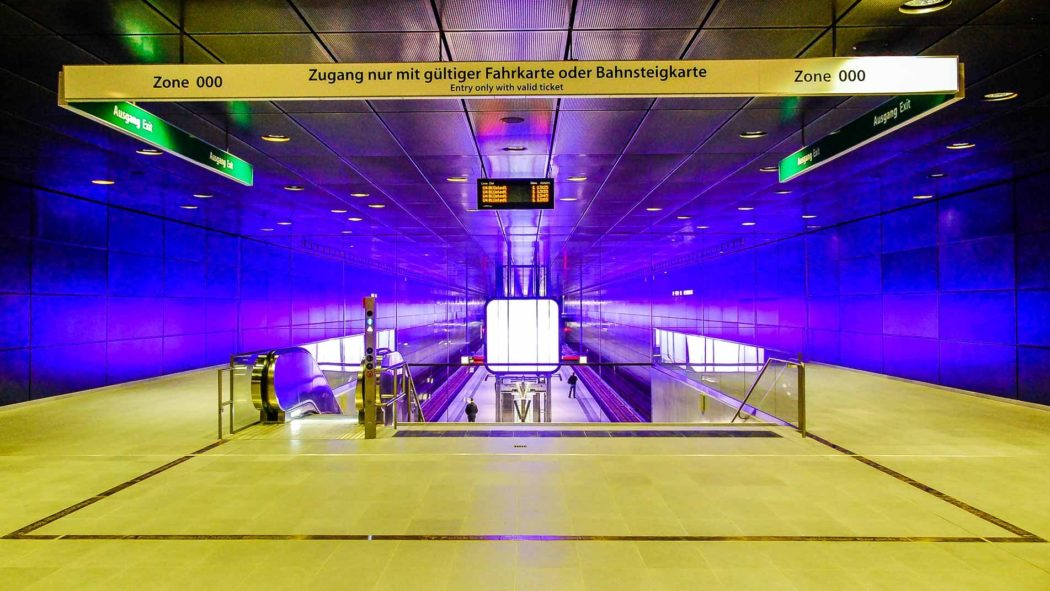 Vorhalle im U-Bahnhof HafenCity Universität in Hamburg