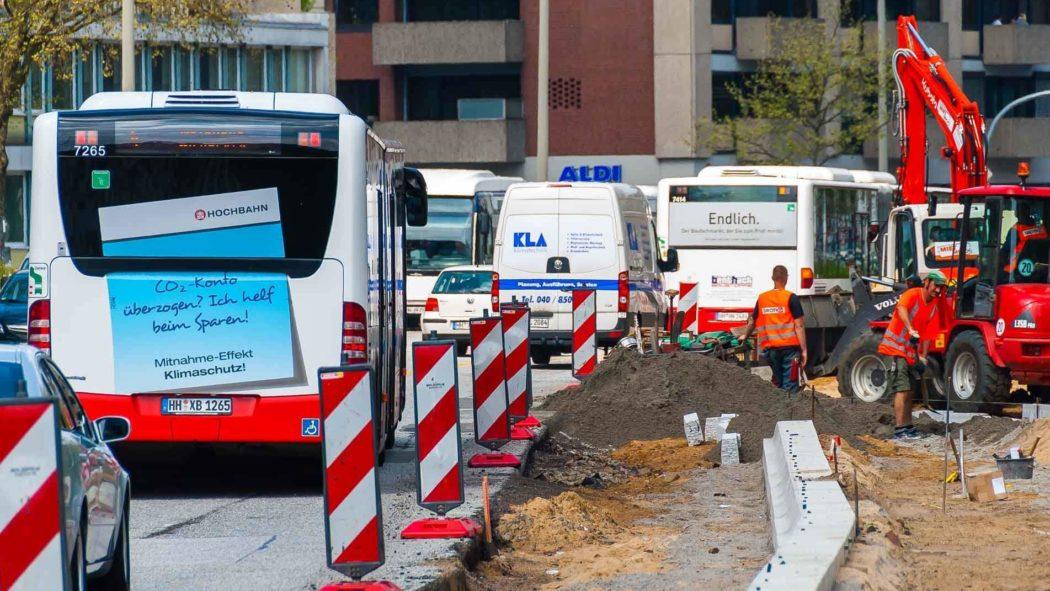 Bauarbeiten zur Busbeschleunigung am Bezirksamt Eimsbüttel in Hamburg