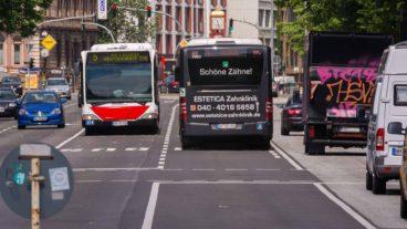 Busbeschleunigung: Metrobusse auf Busspur am Dammtor in Hamburg