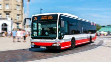Schnellbus der Hochbahn am Jungfernstieg