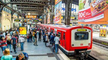 S-Bahnsteig in der Haupthalle des Hamburger Hauptbahnhofs.