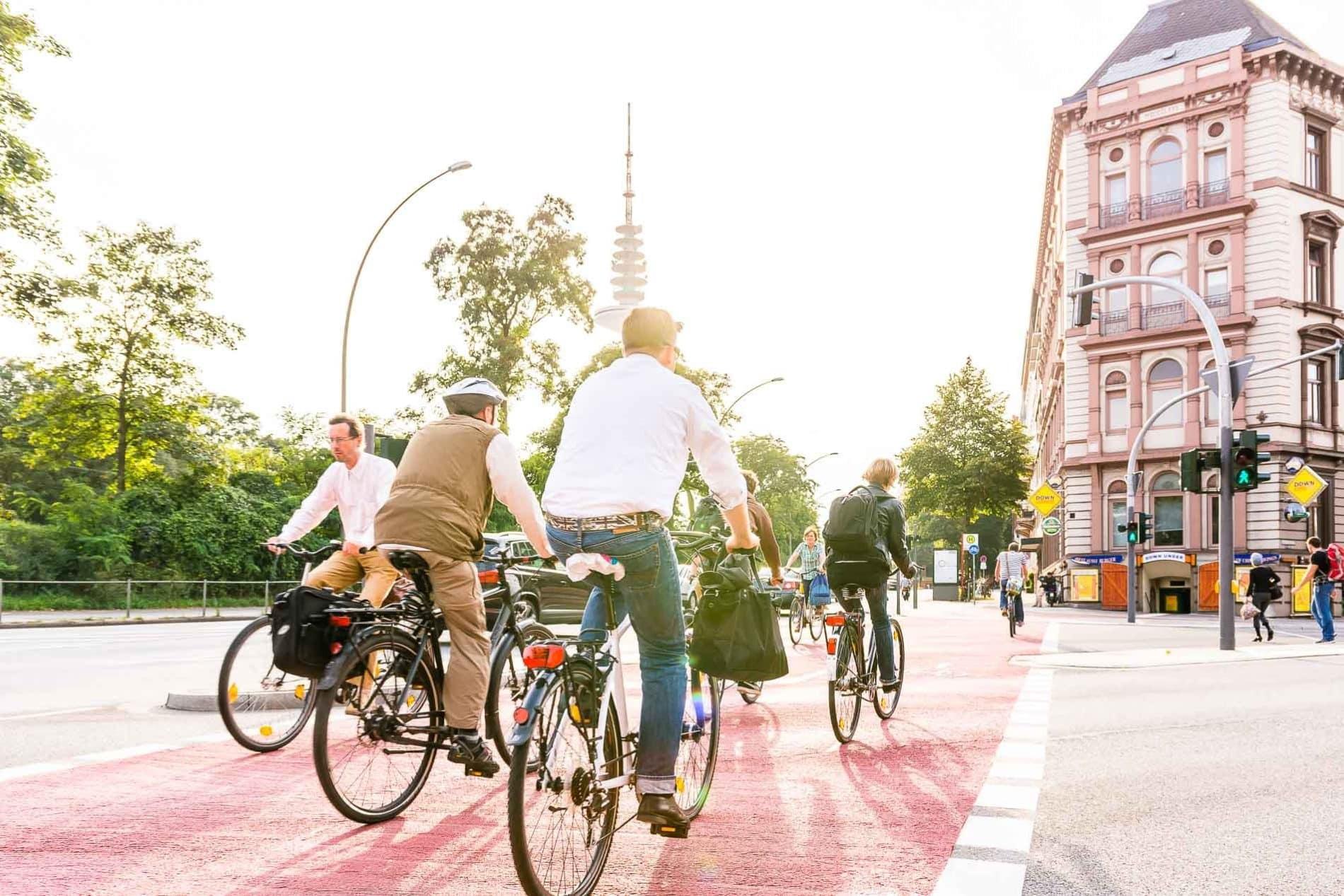 Radfahrer an der Universität/Staatsbibliothek in Hamburg