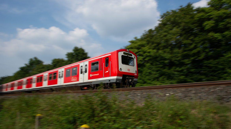 S-Bahn bei Langenfelde in Hamburg