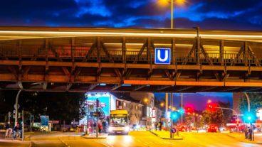 Metrobus und U-Bahn an der Hoheluftbrücke in Hamburg