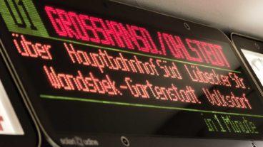 Fahrzielanzeiger im U-Bahnhof Jungfernstieg in Hamburg