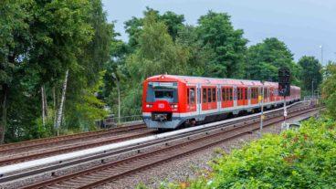 S-Bahn am geplanten neuen Bahnhof Ottensen zwischen Bahrenfeld und Altona in Hamburg