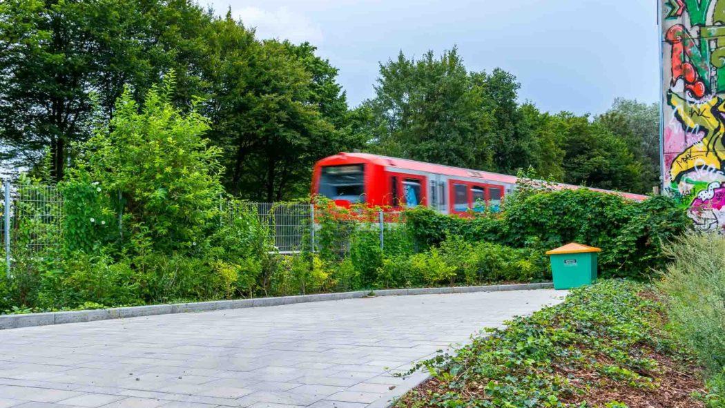 Bauvorleistung: Fertige Zuwegung an der Gaußstraße für geplanten neuen S-Bahnhof Ottensen in Hamburg