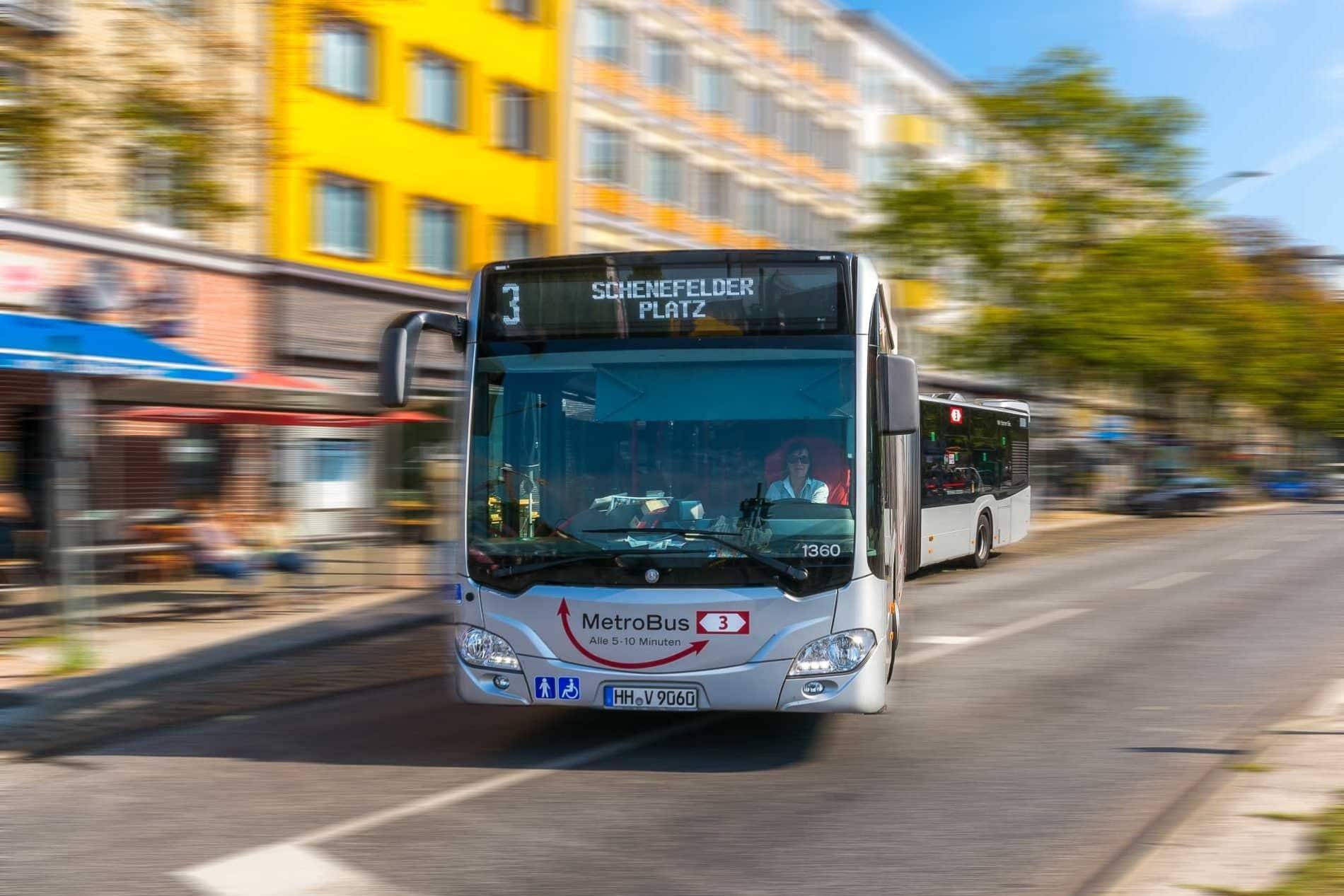 Ein Metrobus der Linie M3 an der Feldstraße