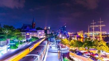 U-Bahnhof Landungsbrücken in Hamburg bei Nacht