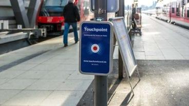 Touch and Travel-Touchpoint für E-Tickets der Deutschen Bahn im Hauptbahnhof Kiel in Schleswig-Holstein