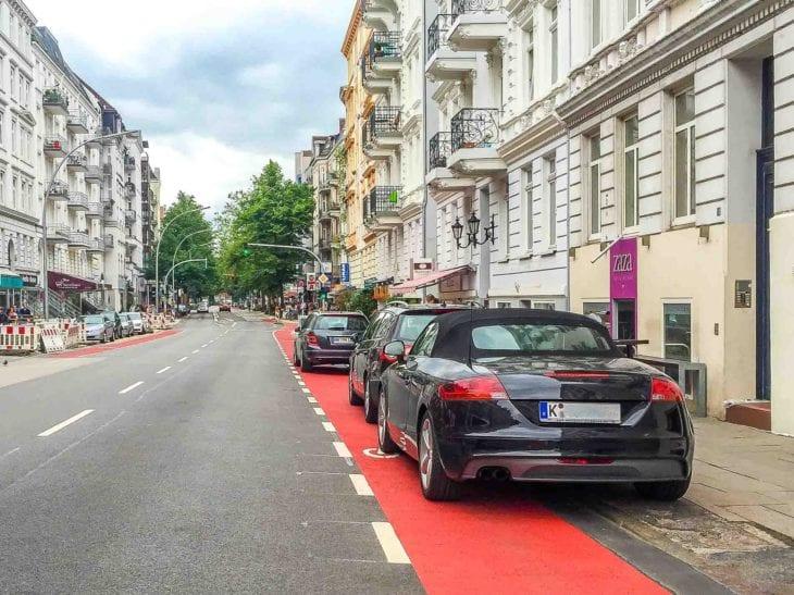 Falschparker blockieren Fahrradspur