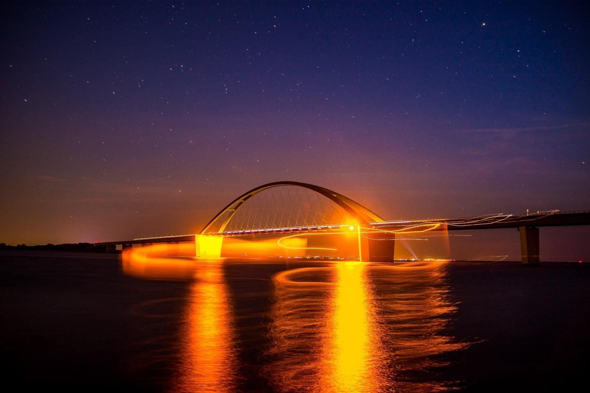 Fehmarnsundbrücke bei Nacht (Vogelfluglinie)