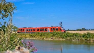 Regionalbahn vom Typ LINT auf Fehmarn