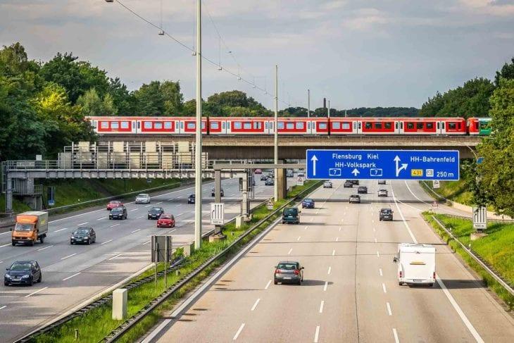 A7 und Hamburger S-Bahn