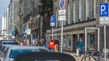Parkende Autos in Hamburg