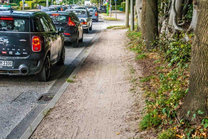 Sandpiste: Benutzungspflichtiger Radweg an der Kieler Straße