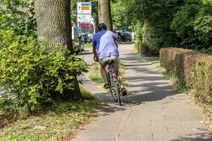 Slalomkurs: Benutzungspflichtiger Radweg an der Kieler Straße