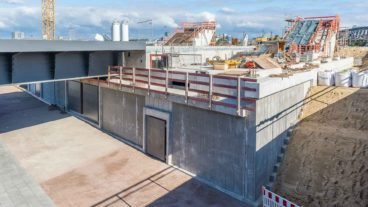 Bau des U-Bahnhofs Elbbrücken: Flutschutztore an den künftigen Aufzügen zum Bahnsteig