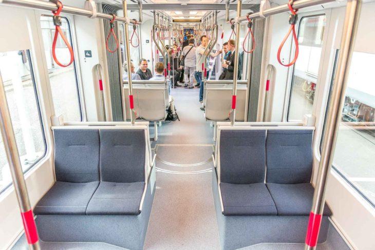 Innenraum einer Straßenbahn für die dänische Stadt Aarhus