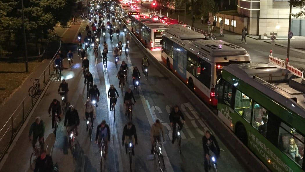 "Radfahrerdemo ""Critical Mass"" im September 2016 am Dammtor"
