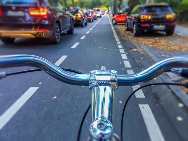 Mit dem Fahrrad am Stau vorbei
