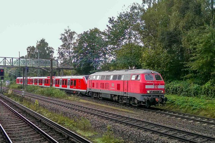 Der erste S-Bahnzug der Baureihe 490 erreicht am 10. Oktober 2016 das Hamburger S-Bahn-Betriebswerk Hamburg-Ohlsdorf