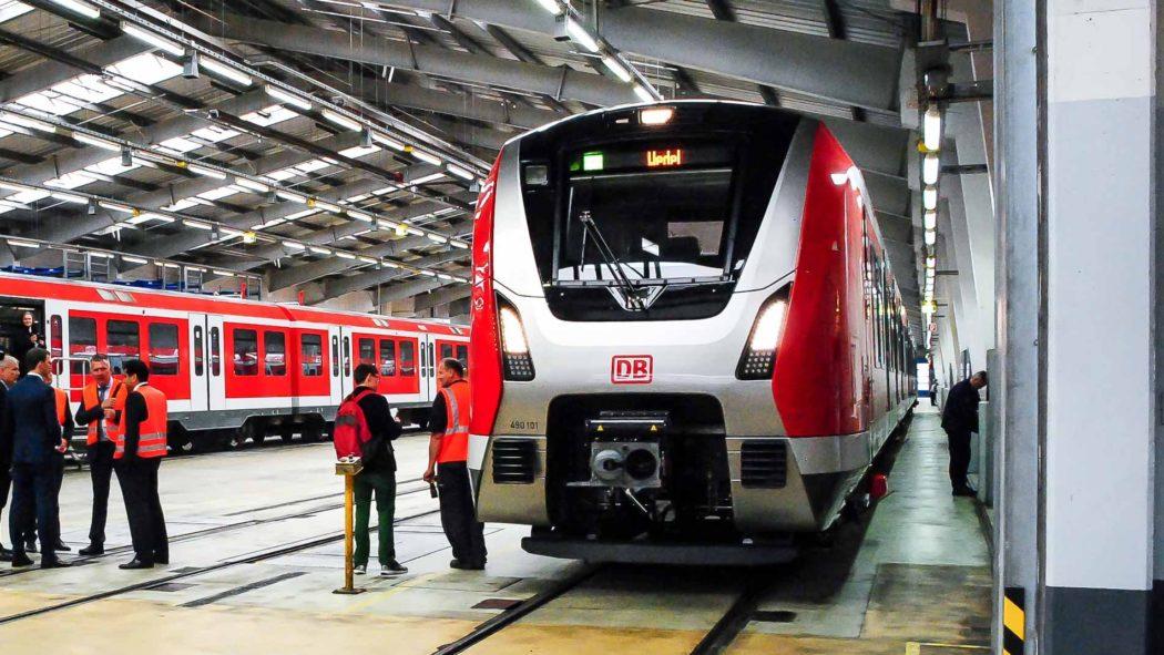 Präsentation des ersten S-Bahnzugs der Baureihe 490 in Hamburg