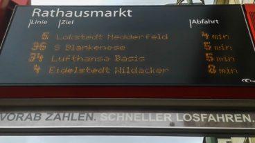 Neue Schilder an der Metrobuslinie 5 werben für den Fahrkartenverkauf per App oder am Automaten