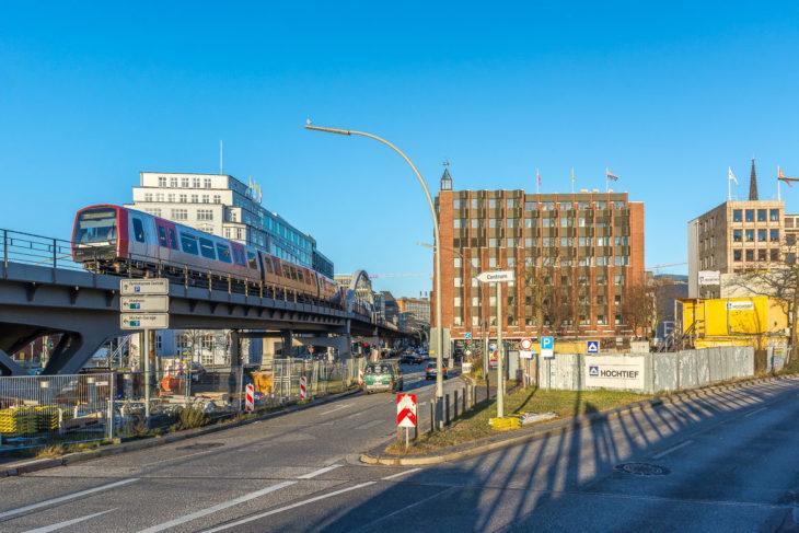 Links die heutige Viadukstrecke - rechts die Lücke in der Häuserfront, durch die die neue Viadukststrecke führen sollte