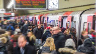 Bahn, Bahnhof, Bewegungsunschärfe, DT5, HVV, Haltestelle, Hamburg, Hauptbahnhof-Süd, Hochbahn, Menschen, Menschenmenge, Nahverkehr, Station, Tunnel, U-Bahn, U3, Umweltverbund, Winter, Zug, ÖPNV, Öffentlicher Nahverkehr