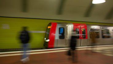 Bahn, Bahnhof, Bewegungsunschärfe, DT5, HVV, Haltestelle, Hamburg, Hauptbahnhof-Süd, Hochbahn, Menschen, Nahverkehr, Station, Tunnel, U-Bahn, U3, Umweltverbund, Winter, Zug, ÖPNV, Öffentlicher Nahverkehr