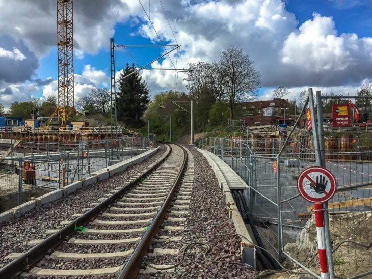 Das Verbindungsgleis zur Güterumgehungsbahn liegt bereits seit einigen Monaten auf der endgültigen Brücke