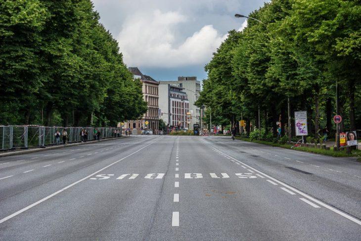 G20: Verwaiste Straßen in der Hamburger Innenstadt. Kein Auto, kein Bus.