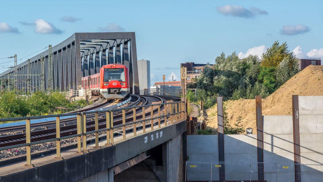 Auf dieser Fläche soll der neue S_Bahnhof Elbbrücken mitsamt riesigem Glasdach entstehen