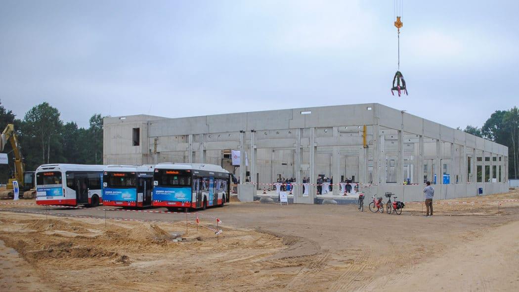 Richtfest für den ersten reinen Elektrobus-Betriebshof im Gleisdreieck (City Nord)