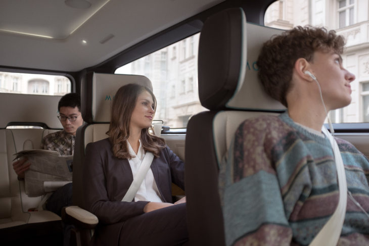 Einzelsitze mit großen Abständen sollen den Fahrgästen viel Privatspähre ermöglichen