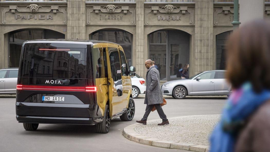 """Der neue Fahrdienst Moia wird per App bestellt und sammelt Fahrgäste an """"virtuellen"""" Haltestellen ein"""