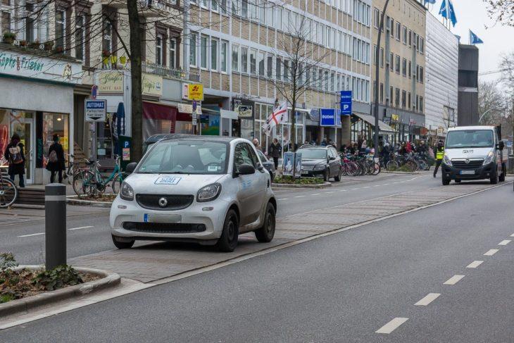 Zwei Falschparker auf der Osterstraße am 2.12.2017 um 12.50 Uhr.