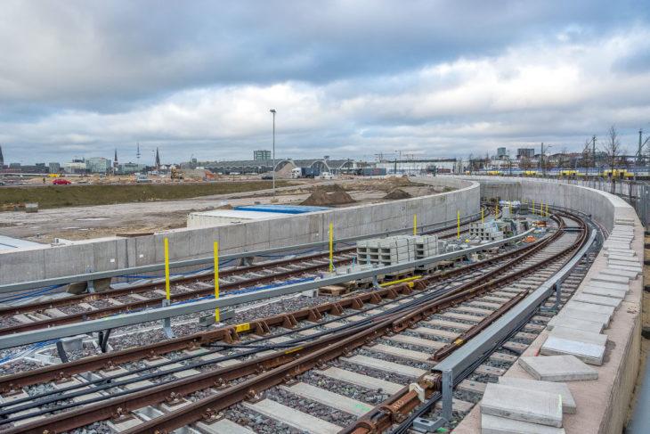Vom Endbahnhof Elbbrücken gehen die Gleise direkt in einen Tunnel über. An der Oberfläche soll in wenigen Jahren ein urbanes Zentrum entstehen
