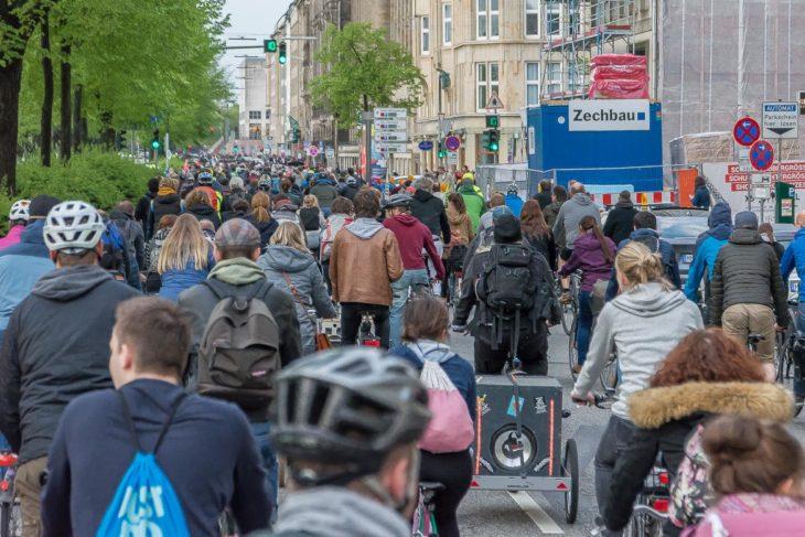 Mehr als 1.100 Radfahrer nahmen an der Critical Mass Ende April 2018 teil