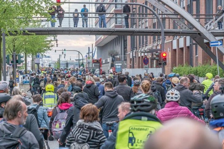 Die Hamburger Polizei begleitet die Critical Mass
