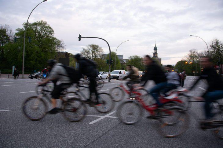 Bewegungsunschärfe, Critical Mass, Fahrrad, Fahrradverkehr, Hamburg, Rad, Radfahrer, Radverkehr, Reeperbahn, St. Pauli, Umweltverbund