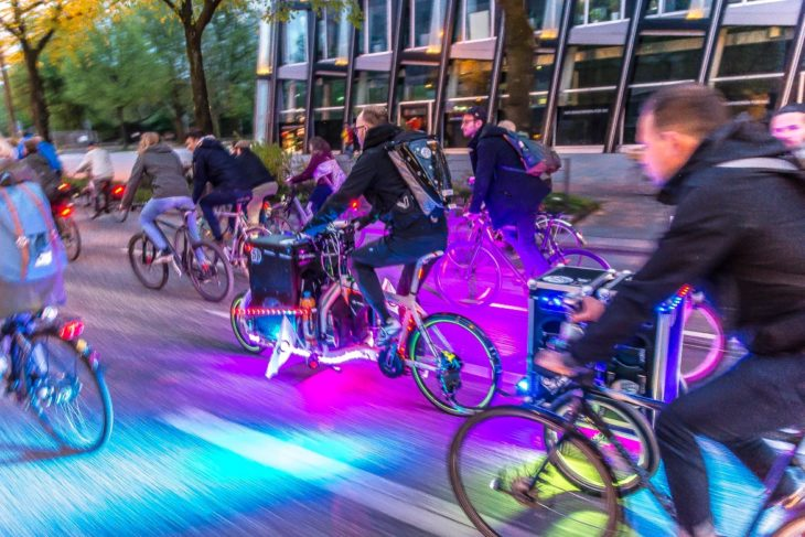Bunt und laut: Die Critical Mass in Hamburg