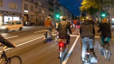 Fahrradfahrer in der Stresemannstraße in Hamburg