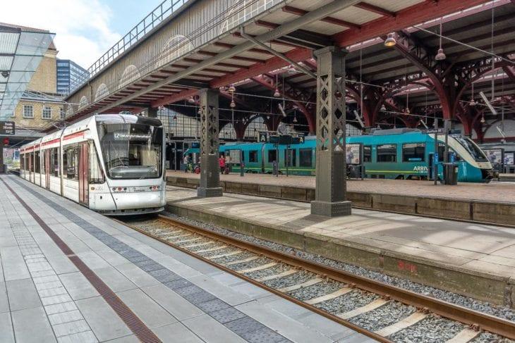 Praktisch: Die Stadtbahn hält direkt im Bahnhof von Aarhus und verkürzt somit die Wege zum Regionalverkehr